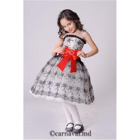 Изящное детское платье с красным бантом на поясе 2419